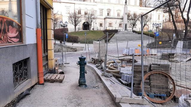 """Hydrant na środku chodnika ul. Głębokiej ma zostać """"schowany"""""""