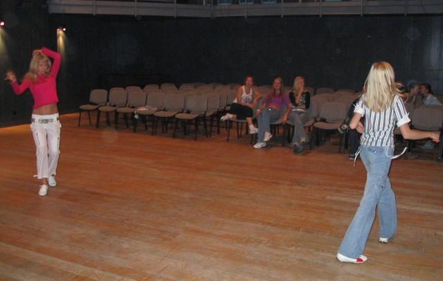 Klaudia Kluk (z lewej) i Ola Kowcun zgodnie twierdzą, że najtrudniej było wyjść przed ludzi. Potem już mogły tańczyć i tańczyć...