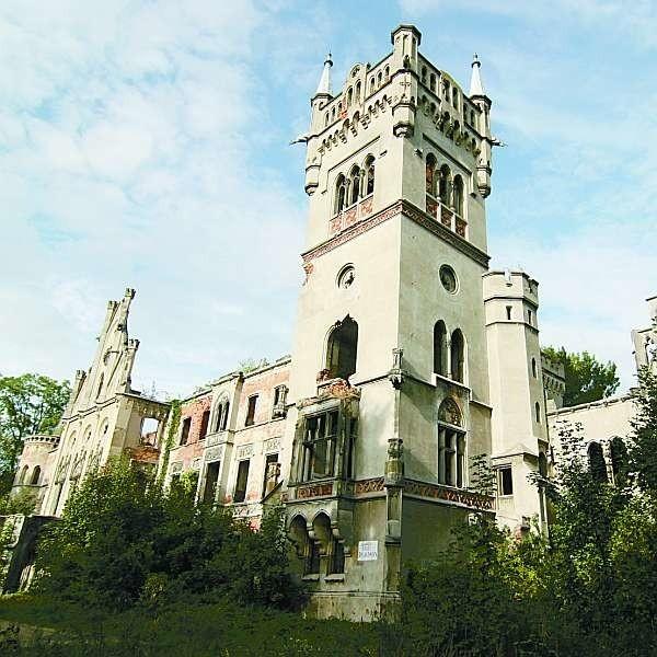 Kopice - zamek się wali, teren nawet nie został ogrodzony.