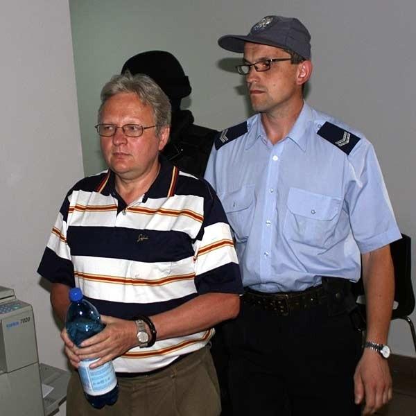 Wczoraj były prezes FSO usłyszał zarzuty jakie stawia mu prokuratura. Odmówił jednak składania wyjaśnień.