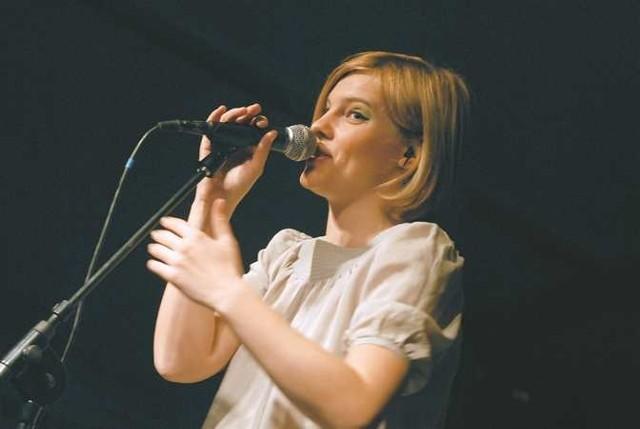 Ania Dąbrowska nagrała płytę bardzo różnorodną. W jej muzyce każdy znajdzie coś dla siebie.