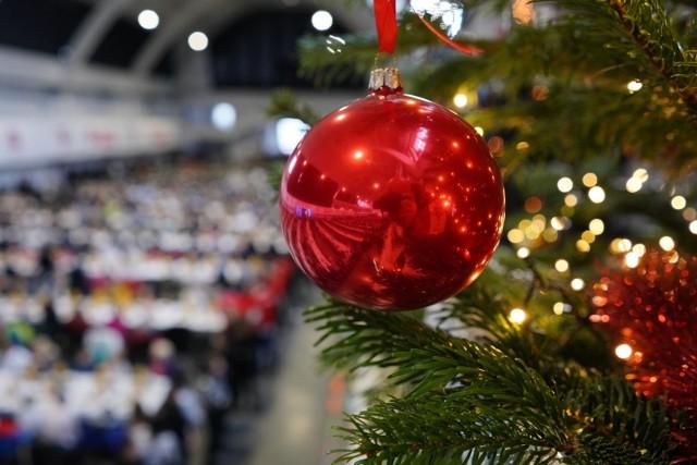 Wigilia 2020 - rząd opublikował rozporządzenie ws. ograniczeń na święta w tym roku. Wiemy, ile osób możemy zaprosić do swoich domów na Wigilię 2020. Jakie będą obostrzenia na Wigilię 2020 i święta Bożego Narodzenia? Czytaj na kolejnych stronach ---->