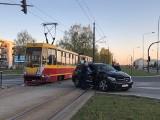 Wypadek tramwaju MPK Łódź na Hetmańskiej. Zderzenie tramwaju z samochodem ZDJĘCIA