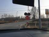 Problem z rogatkami kolejowymi na ul. Chrzanowskiej w Zatorze w ciągu drogi 781. Kierowcy alarmują, że często nie działają [ZDJĘCIA]