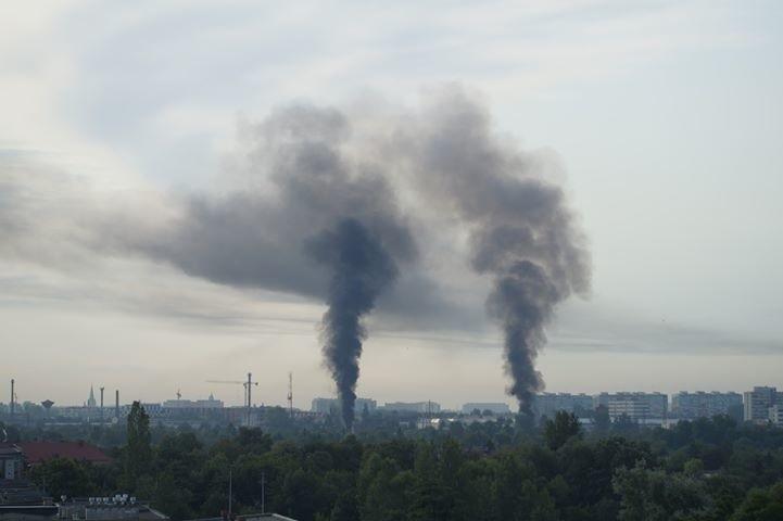 Pożar we Wrocławiu. Dwa słupy dymu nad miastem (ZDJĘCIA)