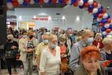 Hipermarket Carrefour w Ostrowcu otwarty. Czekał na to tłum klientów. Co się działo? [ZDJĘCIA, WIDEO]