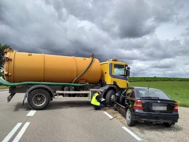 Droga krajowa nr 16 została zablokowana po wypadku w miejscowości Żarnowo Drugie