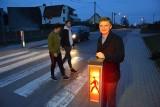 """W Jaryszowie stanęło inteligentne przejście dla pieszych """"Safepass"""". Skonstruował je Łukasz Michalski, uczeń technikum ze Strzelec Opolskich"""