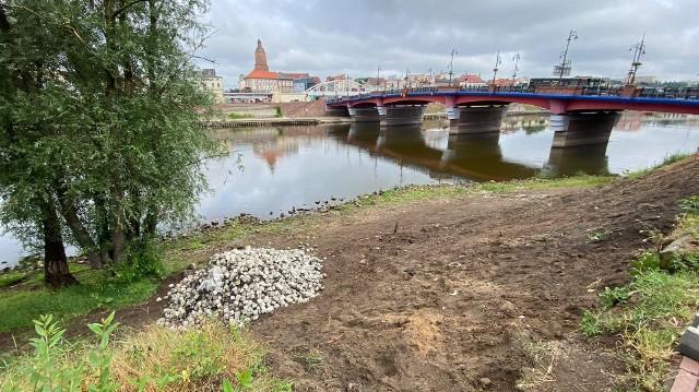 Ruszyła naprawa zapadającej się skarpy przy Moście Staromiejskim w Gorzowie.