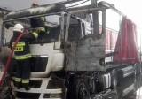 Pożar tira na terenie stolarni w Ryczywole [ZDJĘCIA]