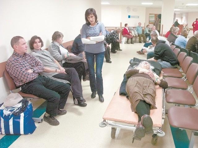 Pacjenci oznaczeni zielonymi opaskami muszą czekać na przyjęcie przez lekarza na oddziale ratunkowym nowego szpitala  w Słupsku.
