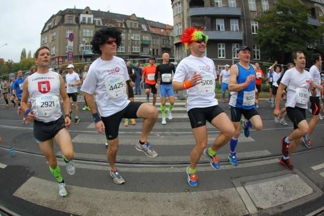 Poznań Maraton. Zdjęcia nietypowych biegaczy!