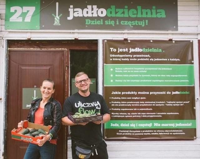 Społecznicy Sylwia Kowalska i Michał Piszczek to inicjatorzy tworzenia jadłodzielni w Toruniu.