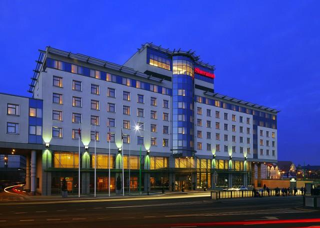 """22 listopada 2006 r. """"Głos"""" informował o otwarciu pięciogwiazdkowego hotelu Sheraton, który stanął w miejscu wyburzonego kina Bałtyk."""