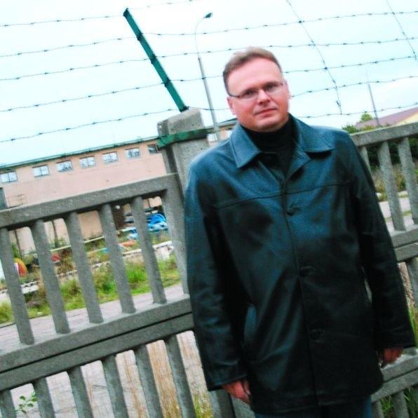 Radny Krzysztof Sychowicz o planach budowy centrum handlowego w dawnej jednostce dowiedział się przypadkiem. Wolałby – od prezydenta miasta.