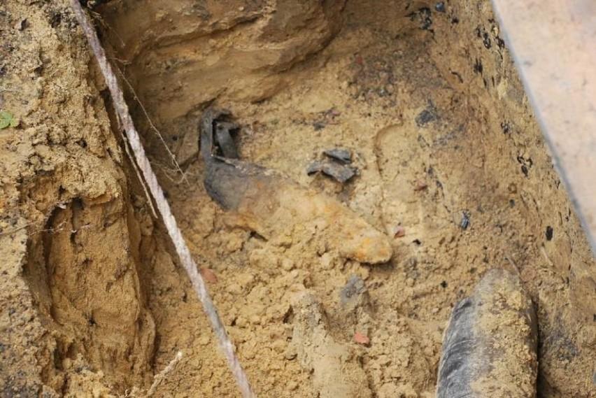 Pdczas prac ziemnych na budowie centrum przesiadkowego w Mikołowie znaleziono niewybuch pocisku. Ewakuowano prawie sto osób