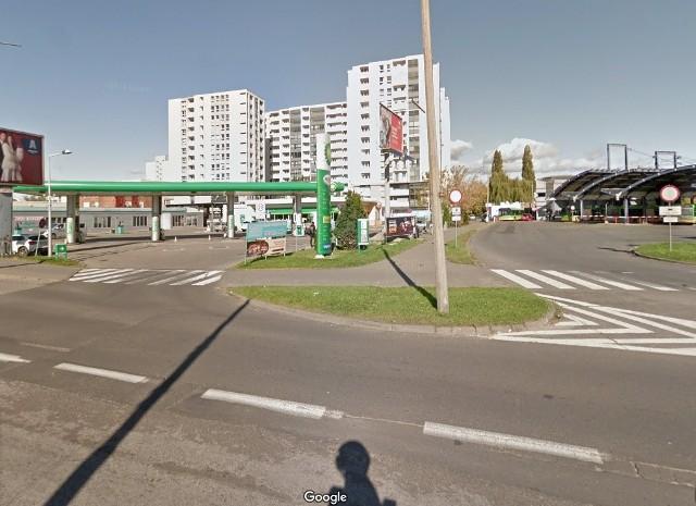 W poniedziałek wieczorem kilka policyjnych radiowozów interweniowało w rejonie ronda Rataje. Zatrzymano 4 osoby - najmłodsza miała 14 lat. Przejdź dalej i sprawdź szczegóły --->