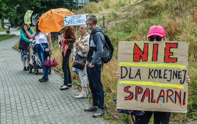 Na Kapuściskach w Bydgoszczy przybywa przeciwników spalarni odpadów niebezpiecznych na terenach dawnego Zachemu. Co sądzą o inwestycji radni z tego rejonu miasta?
