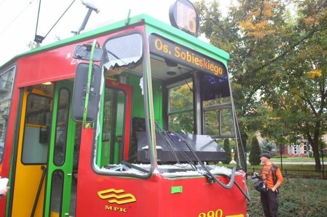 Zderzenie tramwaju i autobusu w Poznaniu.