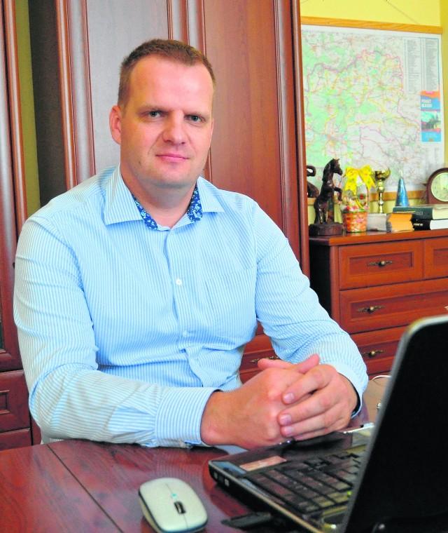 Paweł Piasny, pełniący obowiązki starosty powiatu olkuskiego. Nadal nie ustalono, czy jego wybranie było zgodne z prawem