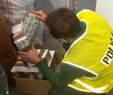 Bydgoscy policjanci zabezpieczyli papierosy bez polskich znaków akcyzy o wartości 350 tysięcy złotych