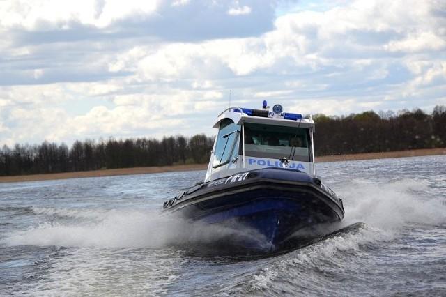 Policyjni wodniacy uratowali windsurfera