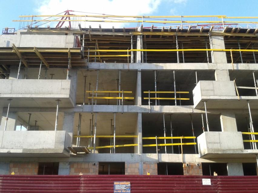 Budowa bloku mieszkalnego...