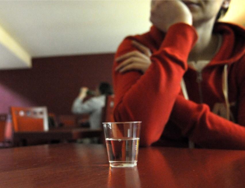 Ile trawi się alkohol? Kiedy po wypiciu alkoholu można...