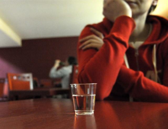 Ile trawi się alkohol? Kiedy po wypiciu alkoholu można kierować autem?