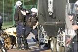Policjant kopie leżącego. Zarzuty po meczu Gryf Słupsk - Pogoń Lębork (wideo, zdjęcia)