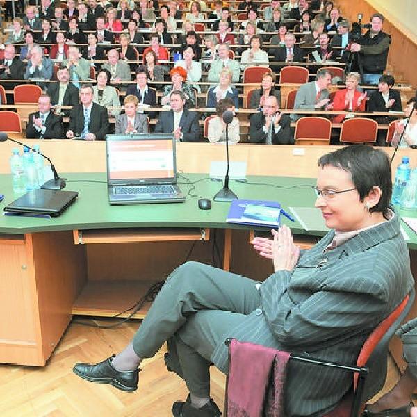 Minister Hall przekonywała wczoraj w Bydgoszczy nauczycieli do planowanych zmian w edukacji