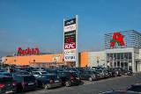 Auchan także z usługami pocztowymi - od kiedy sklepy będą czynne w niedziele?