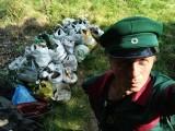 Białystok. 63-letni Jerzy Radziewicz sam posprzątał rezerwat w Lesie Zwierzynieckim. Wyniósł ponad 300 worków śmieci [ZDJĘCIA]