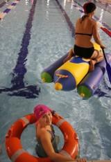 Tak się pływa rodzinnie! Sztafety pływackie na pływalni w Białymstoku