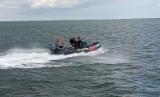 Na Zatoce Puckiej przewrócił się jacht! 23.09.2021 r. Jednostka dryfowała w okolicach Jastarni. Żeglarza udało się uratować
