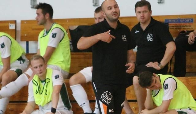 Artur Gadzicki, szkoleniowiec AZS UMCS Lublin oprócz prowadzenia ekipy U-20 jest też trenerem seniorów w I lidze