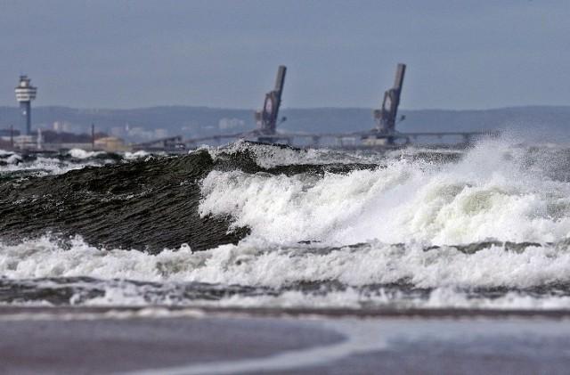 Silny wiatr w poniedziałek 9 listopada na Pomorzu