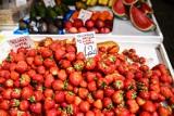 CENY TRUSKAWEK 2019. Ile kosztują truskawki w tym roku? W tym sezonie zapłacimy więcej. Czy winna jest temu tylko susza? Cennik 31.05.2019