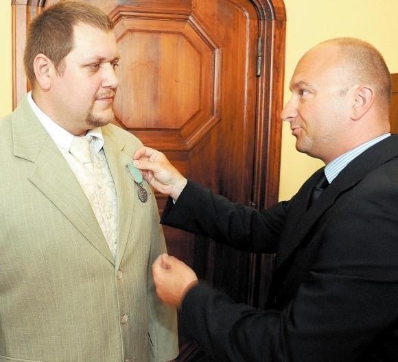 Wojciech Zwoliński jest pierwszą osobą w gminie Rewal, która za uratowanie tonącego człowieka, otrzymała Medal za Ofiarność i Odwagę.