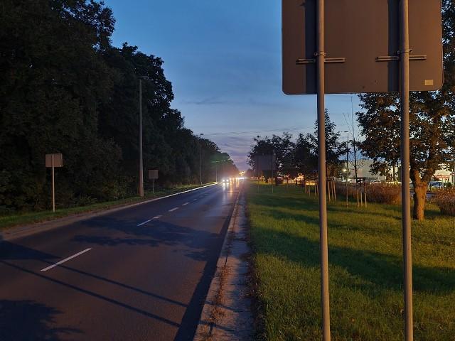 Po raz kolejny mieszkańcy Torunia, a w szczególności ulic: Szosy Lubickiej, Szosy Bydgoskiej oraz Polnej, skarżą się na brak oświetlenia w niektórych dzielnicach naszego miasta