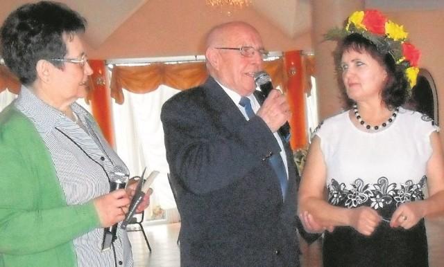 Honory gospodarza imprezy w Donosach pełnił prezes związku Wiesław Rębacz. Jak widać, z asystą doborowej damskiej drużyny.