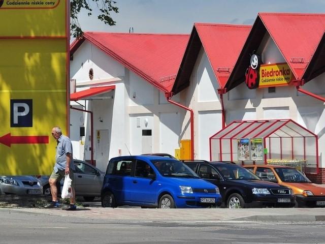 Za dużo dyskontów, które wypierają z rynku małe sklepyRynek dyskontów spożywczych rośnie w siłę. Prawdziwym potentatem jest tu Biedronka, która w samym Tarnobrzegu ma 5 sklepów.