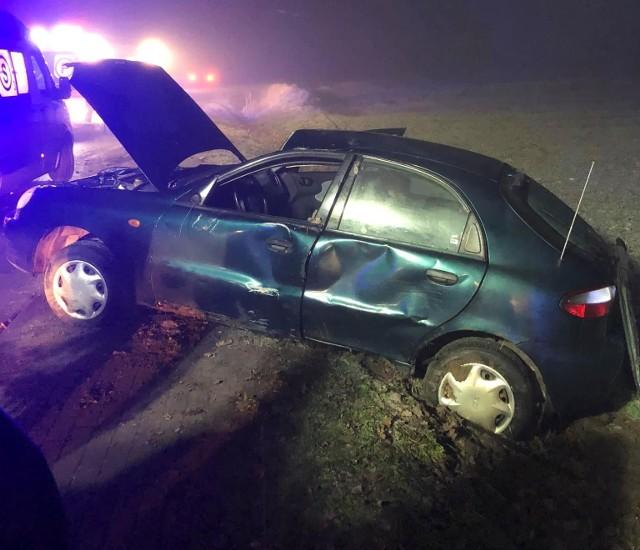W czwartek nad ranem w miejscowości Trzemiętówko (pow. bydgoski, gm. Sicienko) doszło do wypadku. Samochód osobowy marki lanos daewoo wypadł z drogi. Kierowca został przewieziony do szpitala. FLESZ - wypadki drogowe