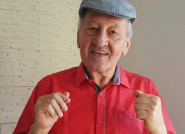 Taneczny Lech z Tik Toka to Lech Kiliański - emeryt z Katowic. Uwielbia tańczyć, co widać na jego filmikach. Zobacz kolejne zdjęcia. Przesuwaj zdjęcia w prawo - naciśnij strzałkę lub przycisk NASTĘPNE