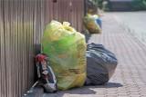 Powiat myślenicki. Opłaty za odbiór śmieci uderzą po kieszeni. Gdzie uchwalono nowe stawki?