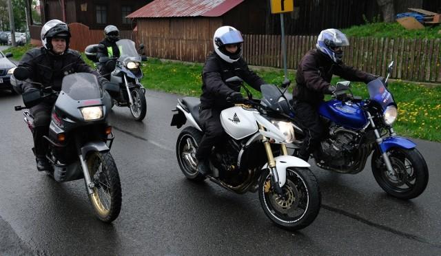 W niedzielę w Sanktuarium Męki Pańskiej i Matki Bożej Kalwaryjskiej w Kalwarii Pacławskiej koło Przemyśla, odbyło się podkarpackie rozpoczęcie sezonu motocyklowego. Podczas zlotu motocykliści oddawali krew dla dzieci. Organizatorem tego corocznego wydarzenia było Zrzeszenie Motocyklistów Ronin Riders.