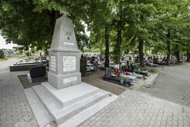 Kibice Lecha Poznań odnawiają pomnik Powstańców Wielkopolskich