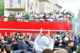 Wielkie świętowanie sukcesu Radomiaka Radom na Placu Jagiellońskim w Radomiu. Kibice gorąco przyjęli piłkarzy (Galeria zdjęć i film)