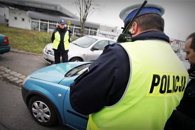 Nowe plany rządu PiS ws. bezpieczeństwa na drogach. Policja będzie mogła wszędzie zabrać prawo jazdy!