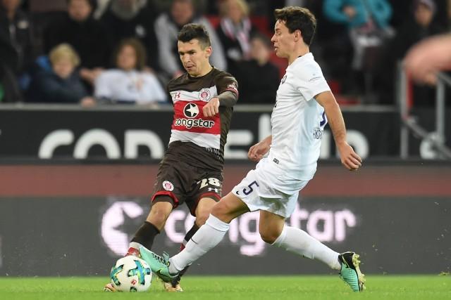 Waldemar Sobota to jeden z najlepszych w historii piłkarzy wywodzących się z Opolszczyzny. Karierę zaczynał w Małejpanwi Ozimek, a następnie grał w KS-ie Krasiejów oraz MKS-ie Kluczbork. Z tego ostatniego klubu trafił do Śląska Wrocław, by później kontynuować swoją karierę za granicą. Najpierw czynił to w belgijskim Club Brugge, a od pięciu lat jest zawodnikiem niemieckiego 2-ligowca FC St. Pauli. Rozegrał też 17 meczów w pierwszej reprezentacji Polski